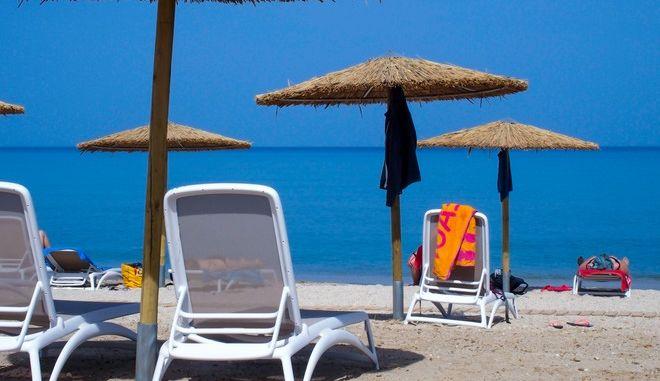 Η παραλία του Αλμυρού στην Κέρκυρα