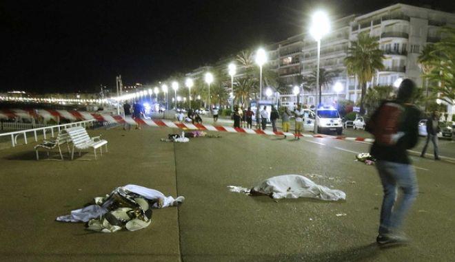 «Αρκετά!»: Μηνύματα συμπαράστασης για τη νέα, πολύνεκρη