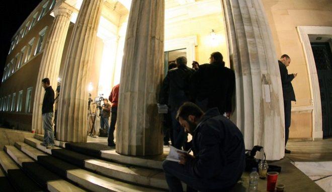 Ολοκληρώθηκε τις πρώτες πρωινές ώρες της Τετάρτης η μαραθώνια συνεδρίαση του έκτακτου Υπουργικού Συμβουλίου,περίπου έξη ωρών,για την διεξαγωγή δημοψηφίσματος για την νέα δανειακή σύμβαση,Τετάρτη 2 Νοεμβρίου 2011  (EUROKINISSI/ ΤΑΤΙΑΝΑ ΜΠΟΛΑΡΗ)