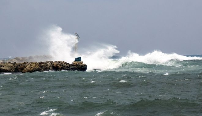 Θυελλώδεις άνεμοι στη θάλασσα