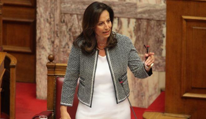 ΑΘΗΝΑ- Βουλή, ώρα του Πρωθυπουργού, ερώτηση του Προέδρου της Κοινοβουλευτικής Ομάδας του ΣΥΡΙΖΑ Αλέξη Τσίπρα // ΣΤΗ ΦΩΤΟΓΡΑΦΙΑ Η ΥΠΟΥΡΓΟΣ ΠΑΙΔΕΙΑΣ ΑΝΝΑ ΔΙΑΜΑΝΤΟΠΟΥΛΟΥ.(EUROKINISSI-ΓΙΑΝΝΗΣ ΠΑΝΑΓΟΠΟΥΛΟΣ).