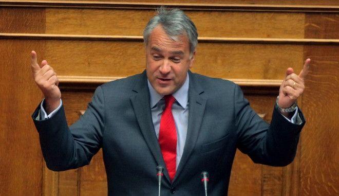Συνεχίστηκε για δεύτερη ημέρα την Τετάρτη 17 Ιουλίου 2013, η συζήτηση στην ολομέλεια της Βουλής του πολυνομοσχεδίου του υπουργείου Οικονομικών που αφορά τον νέο κώδικα φορολογίας εισοδήματος, τις διαδικασίες προώθησης της κινητικότητας στο Δημόσιο, την έξοδο μονίμων δημοσίων υπαλλήλων σε διαθεσιμότητα και των απολύσεων στον ευρύτερο δημόσιο τομέα. (EUROKINISSI/ΚΩΣΤΑΣ ΚΑΤΩΜΕΡΗΣ)
