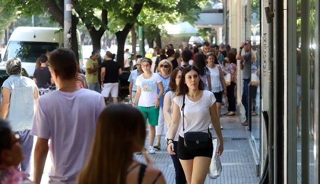 Πολίτες στο κέντρο της Αθήνας