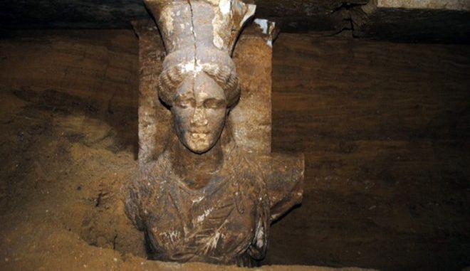 """Το πρόσωπο της δυτικής καρυάτιδας που σώζεται σχεδόν ακέραιο στον Τύμβο """"Καστά"""""""