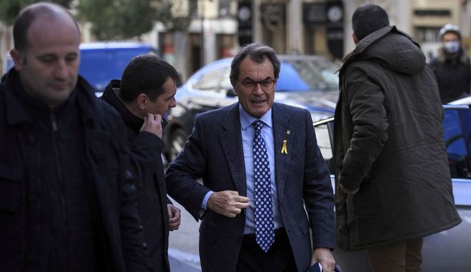 Former Catalan president Artur Mas arrives at the Supreme Court to show his support to Catalan separatist politicians jailed, in Madrid, Friday, Dec. 1, 2017. A group of 10 jailed Catalan separatist politicians and activists have arrived in police vans at a court complex in central Madrid where they plan to plea for their release. (AP Photo/Gonzalo Arroyo)