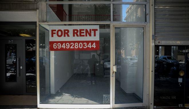 Κλειστά καταστήματα, ενοικιαστήρια και λουκέτα στο κέντρο της Αθήνας, ενω βρισκόμαστε στο 3ο locdown για τον περιορισμό της πανδημίας