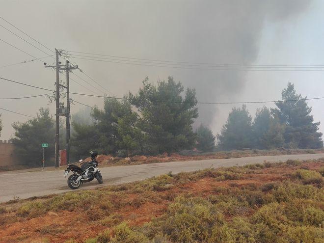 Κάλαμος: Έκκληση Πυροσβεστικής να απομακρυνθούν οι κάτοικοι
