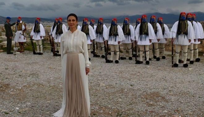 Τελετή έπαρσης της σημαίας στον Ιερό Βράχο της Ακρόπολης, Πέμπτη 25 Μαρτίου 2021. Τον εθνικό ύμνο έψαλε η διεθνούς φήμης σοπράνο Αναστασία Ζαννή