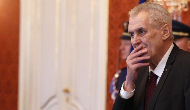Τσεχία: Ο απερχόμενος πρόεδρος Μίλος Ζέμαν κέρδισε τον πρώτο γύρο των εκλογών