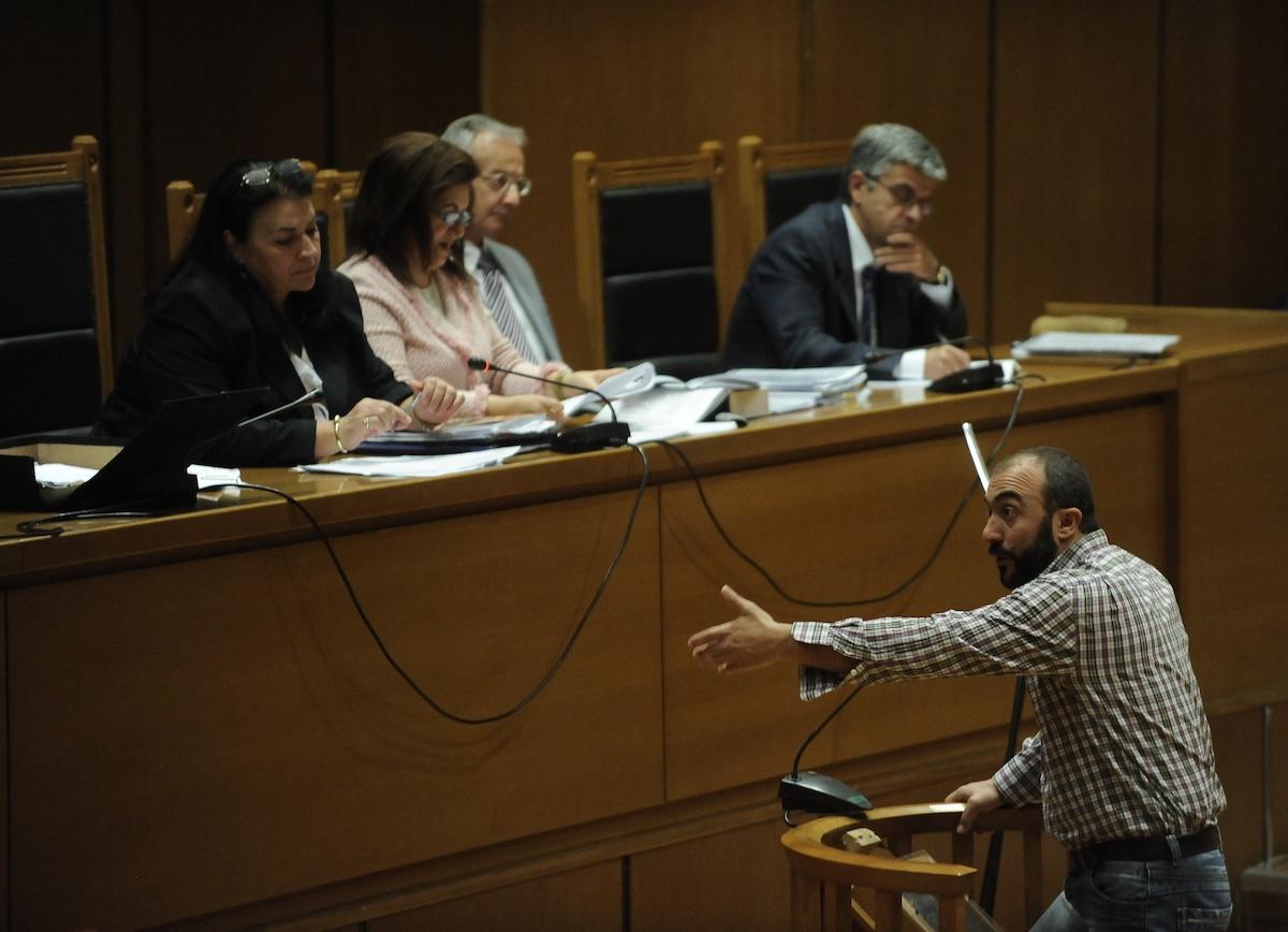 Το δικαστήριο εξετάζει τη δικογραφία για την επίθεση εναντίον μελών του ΠΑΜΕ τον Σεπτέμβριο του 2013 στο Πέραμα. Οι μαρτυρικές καταθέσεις ξεκίνησαν με αυτήν του προέδρου του Συνδικάτου Μετάλλου Σωτήρη Πουλικόγιαννη.