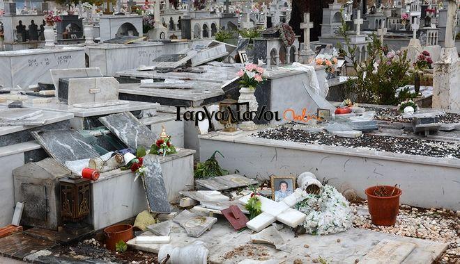 Εικόνες 'Αποκάλυψης': Ανεμοστρόβιλος άνοιξε τους τάφους στο νεκροταφείο των Γαργαλιάνων