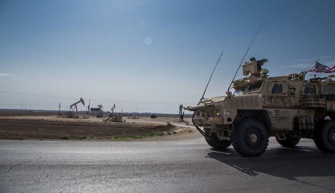 Αμερικανικές δυνάμεις περιπολούν σε περιοχή με πετρέλαιο στη Συρία