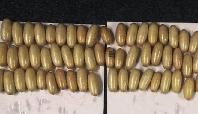 Κατάπιε πάνω από 1 κιλό κοκαΐνης σε 'αυγά' και προσπάθησε να περάσει από το αεροδρόμιο