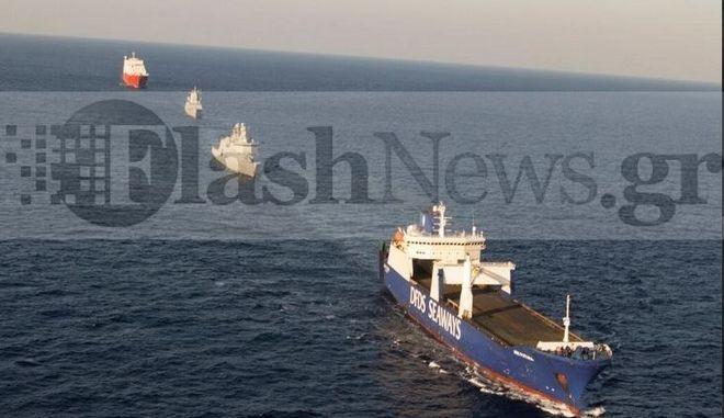 Χημικά ώρα μηδέν: Δείτε φωτογραφίες την ώρα της φόρτωσης – Εξαφανίστηκαν τα πλοία από τον χάρτη