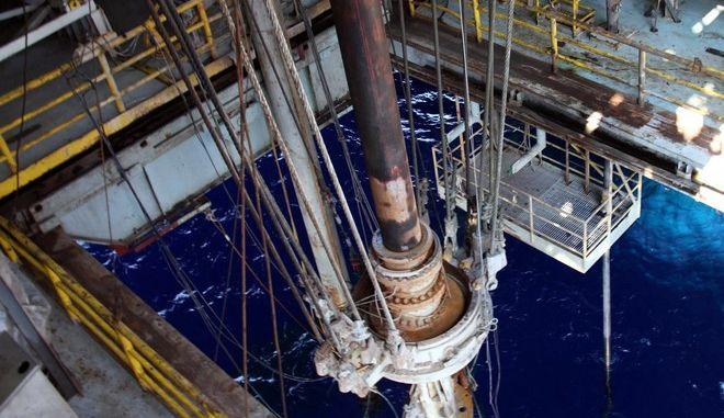 Πλατφόρμα γεωτρήσεων για ανεύρεση υδρογονανθράκων
