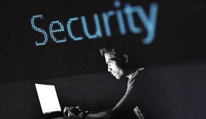 Εξαπάτηση μέσω διαδικτύου: Τι υπόσχονται οι δράστες. Πώς αποκτούν πρόσβαση στο e - mail
