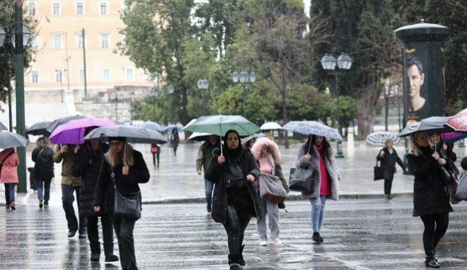 Βροχή στο κέντρο της Αθήνας