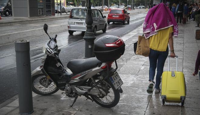 Ανοιξιάτικη μπόρα στην Αθήνα