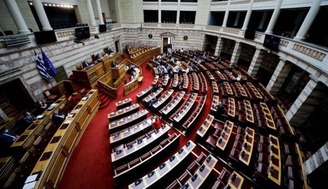 """Βουλή: Ψηφίστηκε επί της αρχής το νομοσχέδιο για τη διαφάνεια και το """"λόμπινγκ"""""""