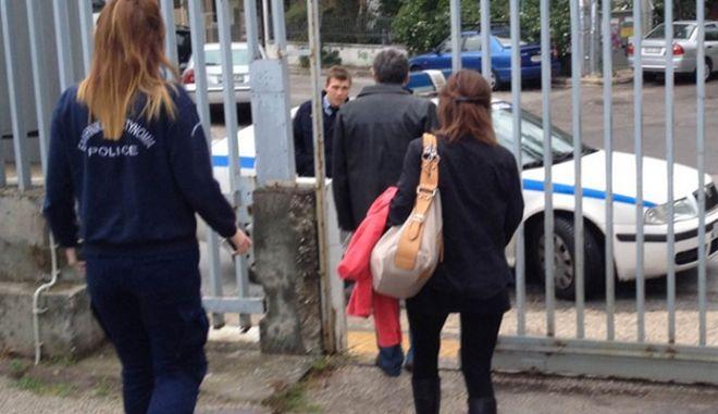"""Συνελήφθη δημοσιογράφος (του """"Ελεύθερου Τύπου"""") μετά από μήνυση της Ραχήλ Μακρή!"""