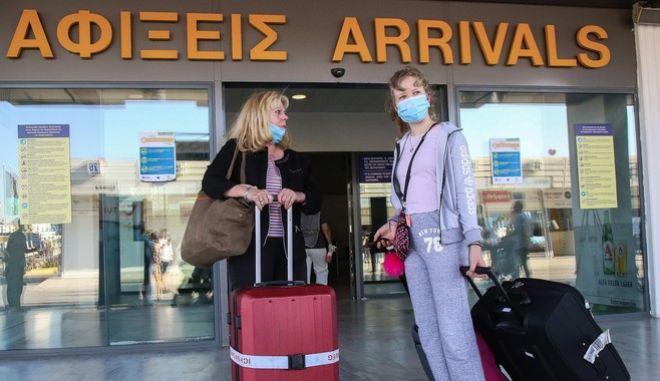 Χαμός σε πτήση από Αθήνα για Ηράκλειο - Επιβάτιδα δεν ήθελε να βάλει μάσκα