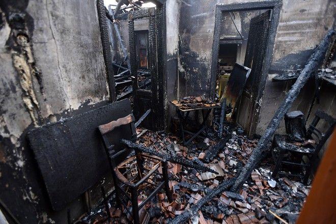 Σπίτι από το οποίο πέρασαν οι φλόγες στη βόρεια Εύβοια