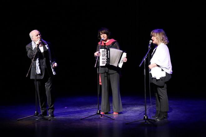 Οι ελληνικές θεατρικές ομάδες των Βρυξελλών ενώθηκαν σε μια παράσταση