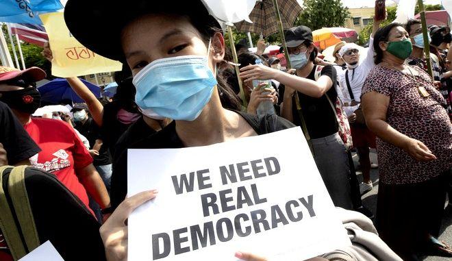 Διαδηλώτρια στην Ταϊλάνδη