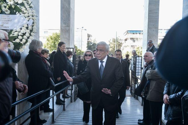 Ο Προκόπης Παυλόπουλος στην κηδεία της ποιήτριας Κικής Δημουλά, την Τρίτη 25 Φεβρουαρίου 2020, από το Α' Νεκροταφείο.
