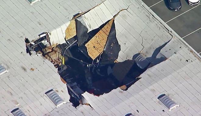 F-16 συνετρίβη σε κτίριο στην Καλιφόρνια