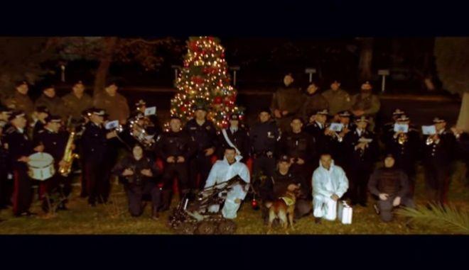 Μεγάλη επιχείρηση της ΕΛ.ΑΣ για να... στολιστεί το χριστουγεννιάτικο δέντρο