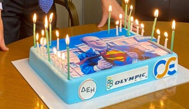 Χατζηδάκης: Γιόρτασε τα γενέθλιά του με τούρτα που τον απεικονίζει ως