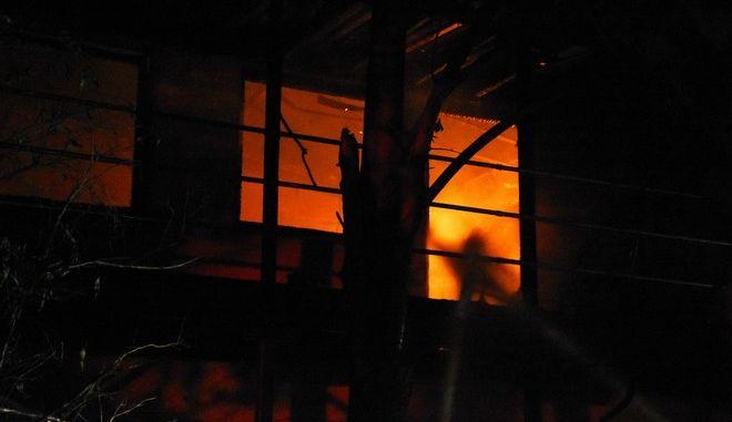 Φωτιά σε σπίτι - Φωτό αρχείου