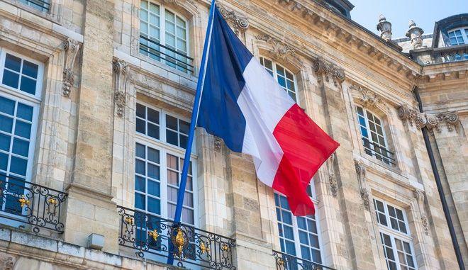 Γαλλική σημαία σε κτίριο