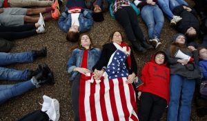 Οι μαθητές έξω από το Λευκό Οίκο - Ζητούν λύση στο θέμα της οπλοκατοχής