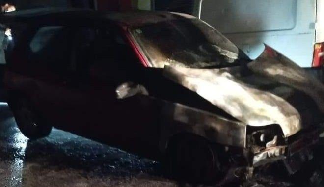 Φωτιά σε αυτοκίνητο δημοσιογράφου έξω από τηλεοπτικό σταθμό