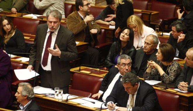 Ο κοιβ\νοβουλευτικός εκπρόσωπος των ΑΝΕΛ Νότης Μαριάς στην συζήτηση για την άρση ασυλίας των βουλευτών Αργύρη Ντινόπουλου και ιλτ. Βαρβιτσιώτη της ΝΔ και Βασ. Καπερνάρου των ΑΝΕΛ στην Ολομέλεια της Βουλής την Τετάρτη 22 Ιανουαρίου 2014. (EUROKINISSI/ΓΙΩΡΓΟΣ ΚΟΝΤΑΡΙΝΗΣ)