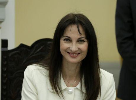 4b9d1202a3 Παραιτήθηκε από υπουργός Τουρισμού η Έλενα Κουντουρά - Πολιτική ...