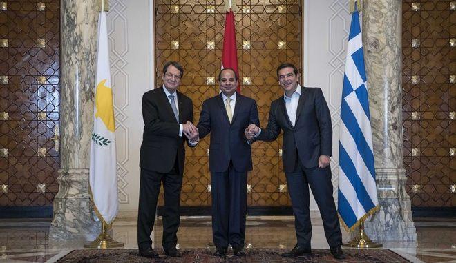 4η Τριμερής Σύνοδος Ελλάδας-Κύπρου-Αιγύπτου, την Τρίτη 11 Αυγούστου 2016 στο Κάιρο. Η ατζέντα των συζητήσεων μεταξύ του Αιγύπτιου προέδρου Αλ-Σίσι, του Κύπριου προέδρου Νίκου Αναστασιάδη και του Ελληνα πρωθυπουργού Αλέξη Τσίπρα περιλαμβάνει τα θέματα της διαλιμενικής και ναυτιλιακής συνεργασίας, της τουριστικής συνεργασίας, της ενέργειας, της ανάπτυξης υποδομών, της διαχείρισης υδάτων και της προστασίας του περιβάλλοντος. (EUROKINISSI/ΓΡΑΦΕΙΟ ΤΥΠΟΥ ΠΡΩΘΥΠΟΥΡΓΟΥ/ANDREA BONETTI)