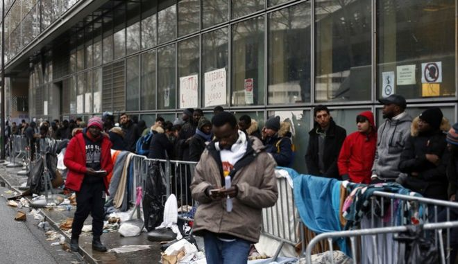 Migrants queue outside a facility to apply for asylum, in Paris, Thursday, Dec. 21, 2017. The French government is scrambling to meet President Emmanuel Macrons deadline to get migrants off Frances streets by years end. (AP Photo/Thibault Camus)