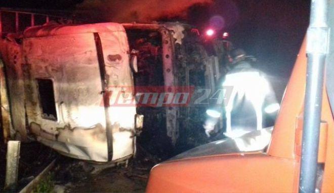 Πάτρα: Φορτηγό τούμπαρε και τυλίχτηκε στις φλόγες. Νεκρή μια 38χρονη