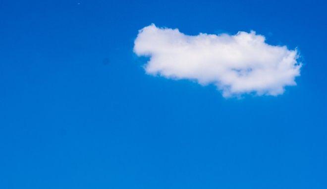 Άσπρα συννεφάκια στον μπλε Ουρανό. ΦΩΤΟΓΡΑΦΙΑ ΑΡΧΕΙΟΥ.(EUROKINISSI/ΛΥΔΙΑ ΣΙΩΡΗ)