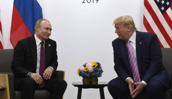 Οι πρόεδροι ΗΠΑ και Ρωσίας κατα τη διάρκεια της συνόδου της G20 στην Οζάκα.