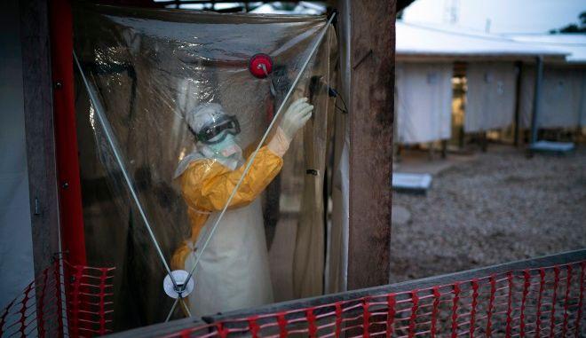 ΠΟΥ: Τέλος το δεύτερο κύμα της επιδημίας Έμπολα στη Γουινέα