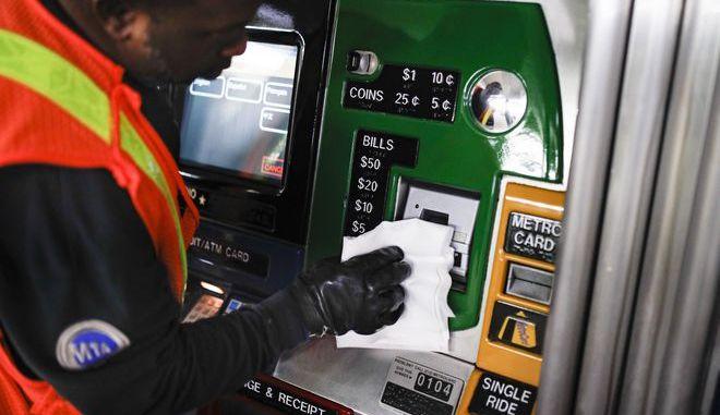 Απολύμανση σε μηχάνημα στη Νέα Υόρκη λόγω κορονοϊού