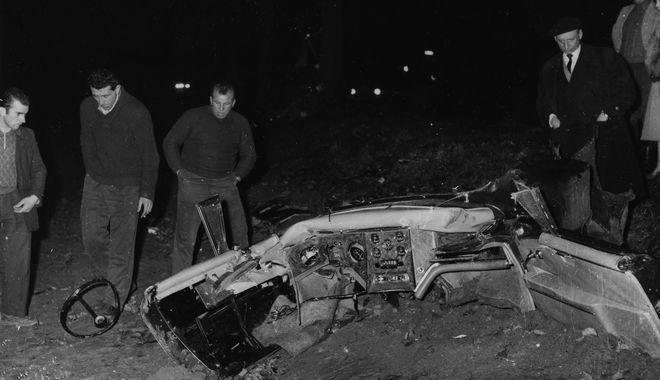 Σαν σήμερα έχασε τη ζωή του ο νομπελίστας Αλμπέρ Καμύ. Στις 4 Ιανουαρίου 1960 βρέθηκε νεκρός ύστερα από ένα μυστηριώδες τροχαίο, οι αιτίες του οποίου συγκαλύφθηκαν από τα μέσα.