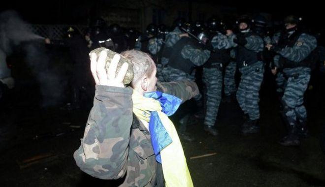 Η Ουκρανία απαγορεύει τις διαδηλώσεις