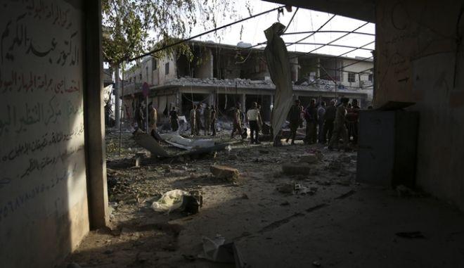 Βομβαρδισμένο τοπίο στη Συρία