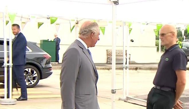 Αγγλία: Υπάλληλος σούπερ μάρκετ λιποθύμησε μπροστά στον πρίγκιπα Κάρολο