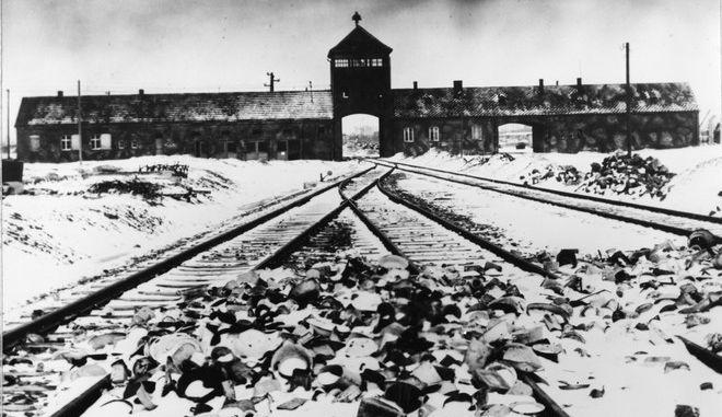 Η είσοδος του στρατοπέδου συγκέντρωσης, στο Άουσβιτς
